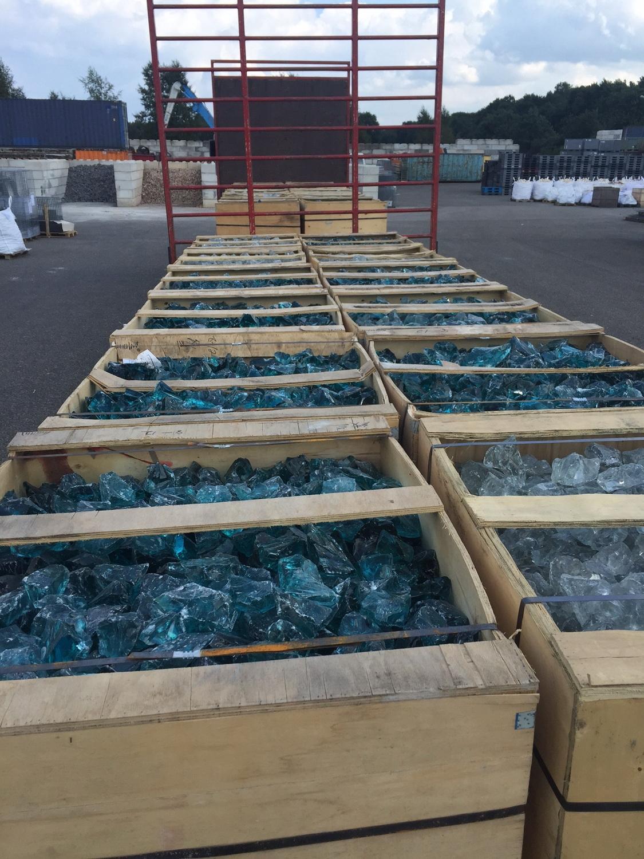 Vrachtwagen vol Glasbrokken